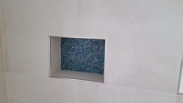Ablage in der Dusche